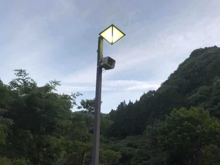 キャンプ場の電灯